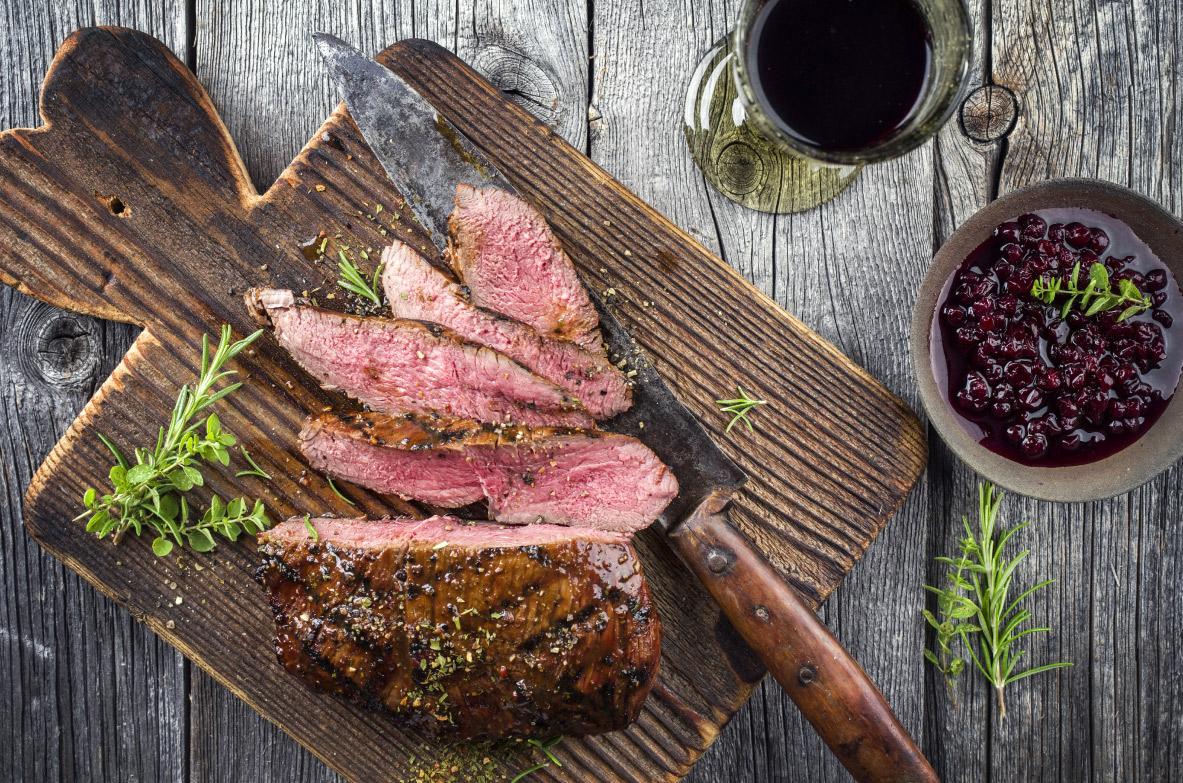 Meža gaļa vīna marinādē