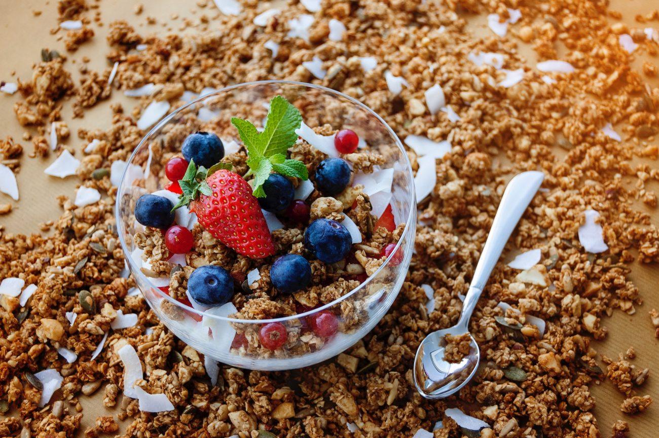 Kraukšķīga granola ar kokosriekstu eļļu